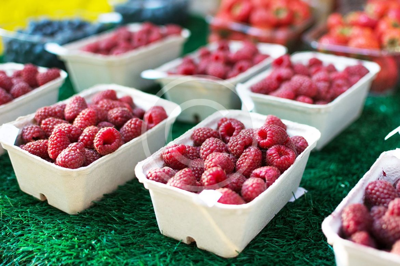 foodiesfeed.com__raspberries-market.jpg